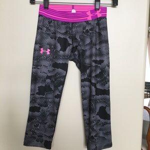 Under Armour leggings/capris. Girls S 🌹